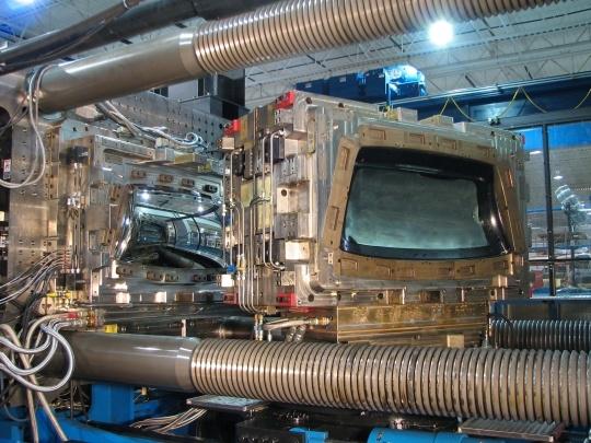 Энгель DUO 2300 метрических тонн формовочной машины с двумя Shot INglass Made Backlite Инструмент